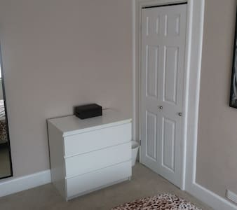 Totton Mon to Fri Double Room in detached house - Totton