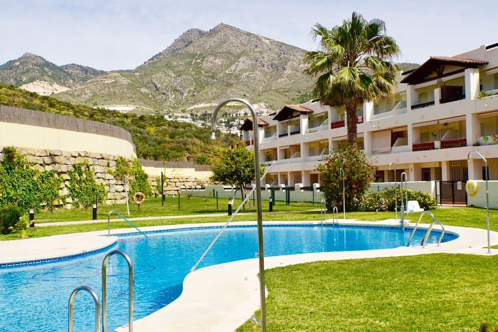 Jardines y gran piscina