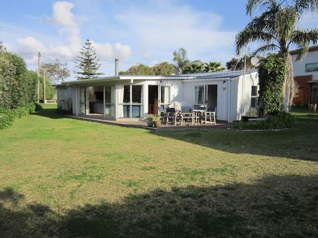Matapouri Family Beach House - Matapouri - Casa