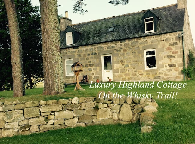 Luxury Highland Cottage on The Whisky Trail. - Aberlour - Cabane