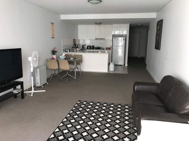 Private room in heart of Rockdale
