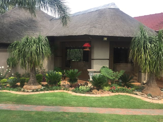 Big 5 Guesthouse close to OR Tambo airport - Kempton Park - Bed & Breakfast