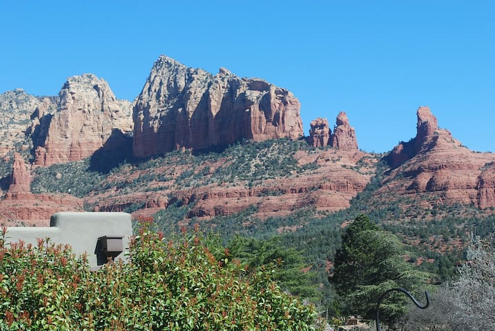 Serene Red Rock Sanctuary uptown w/ knockout views