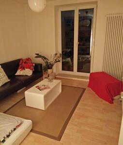 Zentrales Zimmer mit eigenem Balkon