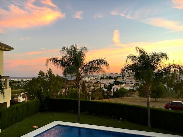 Elegant sea-view apartment in Estepona.