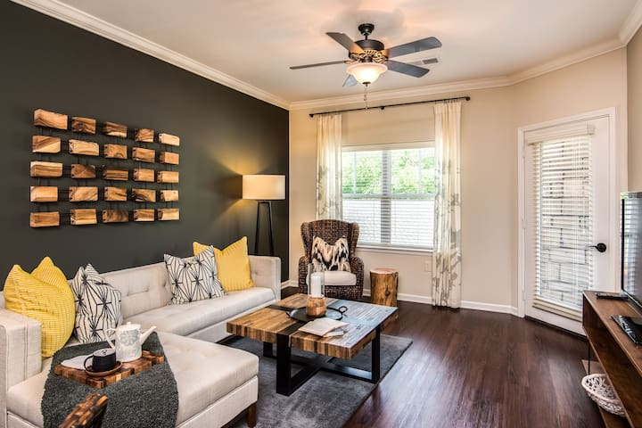 Everything you need | 1BR in Overland Park