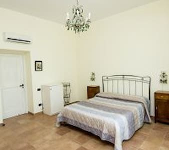Camera Vesuvio - Cava de' Tirreni - Bed & Breakfast