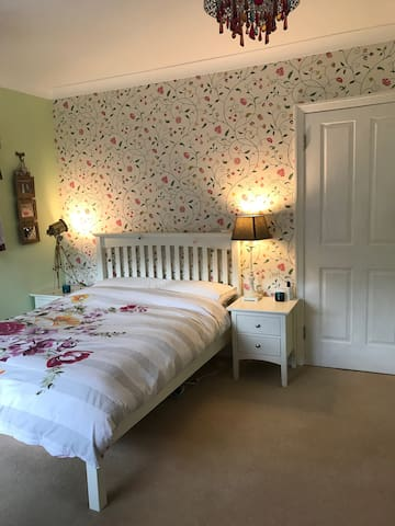 Comfortable Ensuite Bedroom in Listed Farmhouse