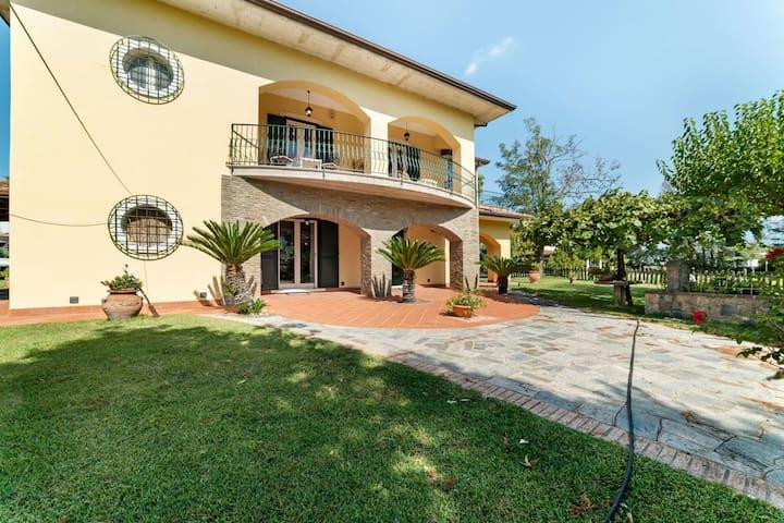 Restful Villa in Albanella with Swimming Pool