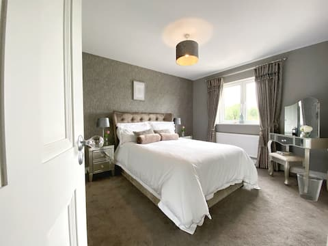 Swallow Lane, Enniskillen, Co Fermanagh, 5* Chic