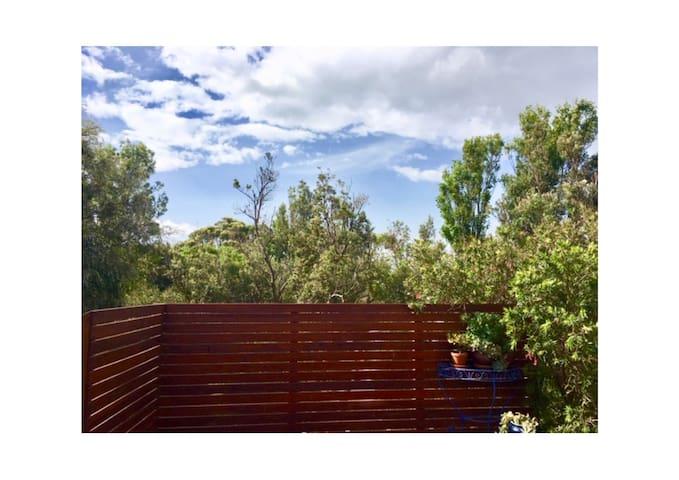Banksia Views - Beach House & Artist's Retreat