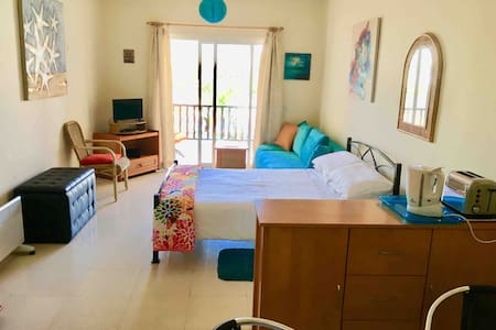 Superbly located studio apartment 200m from beach
