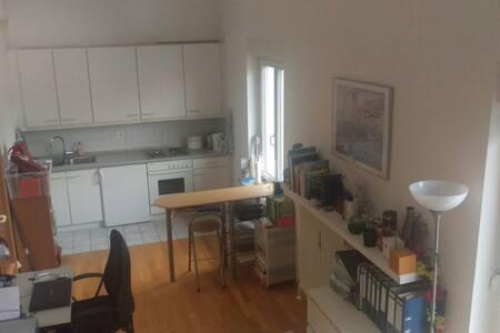 Große, helle Wohnung - 10 Minuten ins Zentrum - Unterföhring