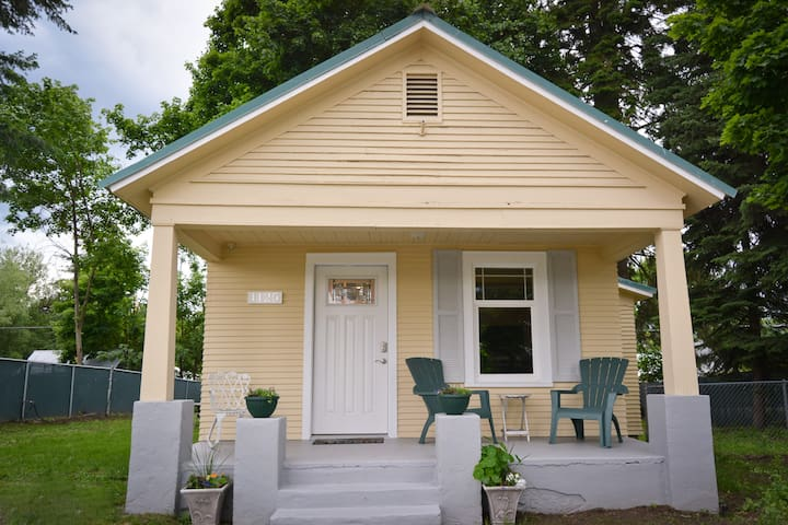 A charming Midtown cottage