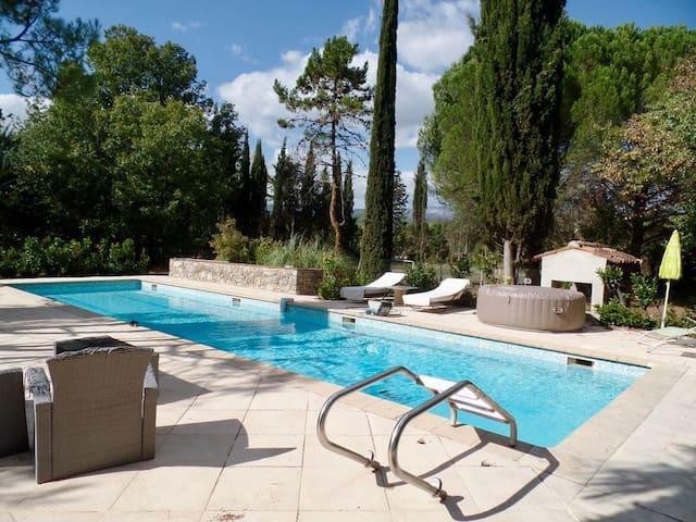 Callian Magnifique mas provençal  piscine au calme