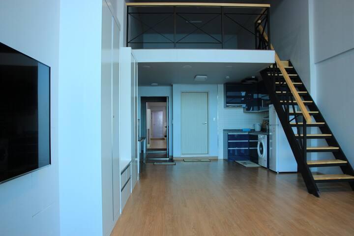 35평 복층 독채!(20평,15평)객실2개 전체사용! 바다가 한눈에 보이는 넓고 깨끗한숙소