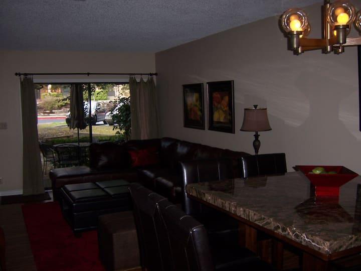 Comfortable 2 BR Town Home.  907 NW San Antonio.