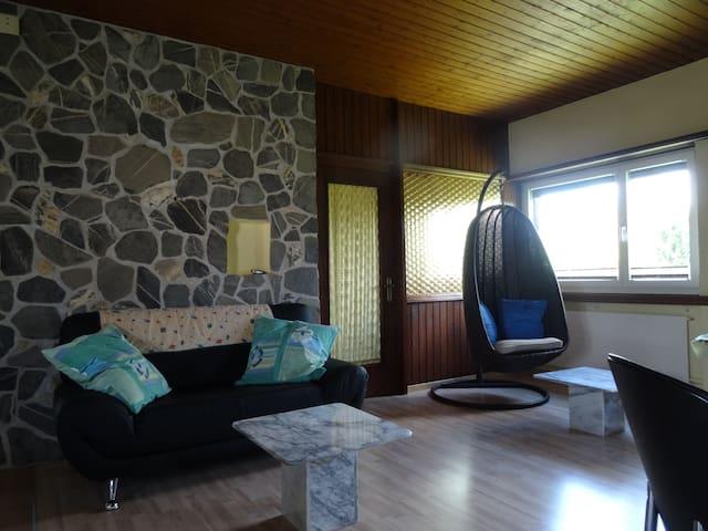 2 gepflegte, ruhige Schlafzimmer - Niederwil - Rumah