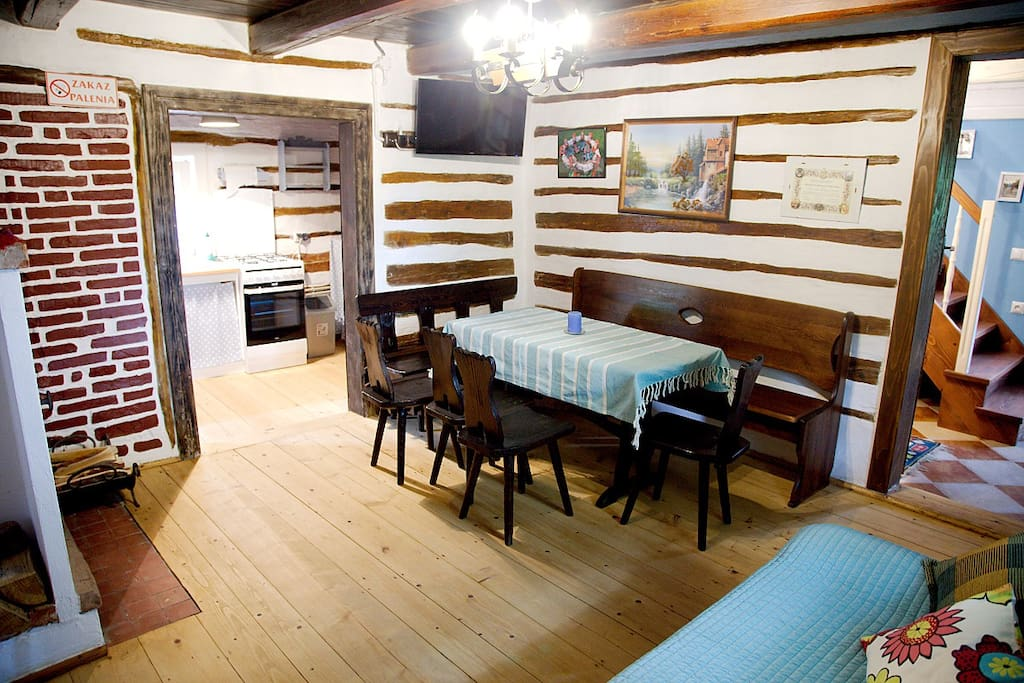 Pokój dzienny z miejscem do jedzenia