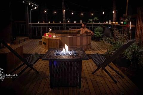Cozy Forest House, Hot Tub/Sauna, AC, near Creek.