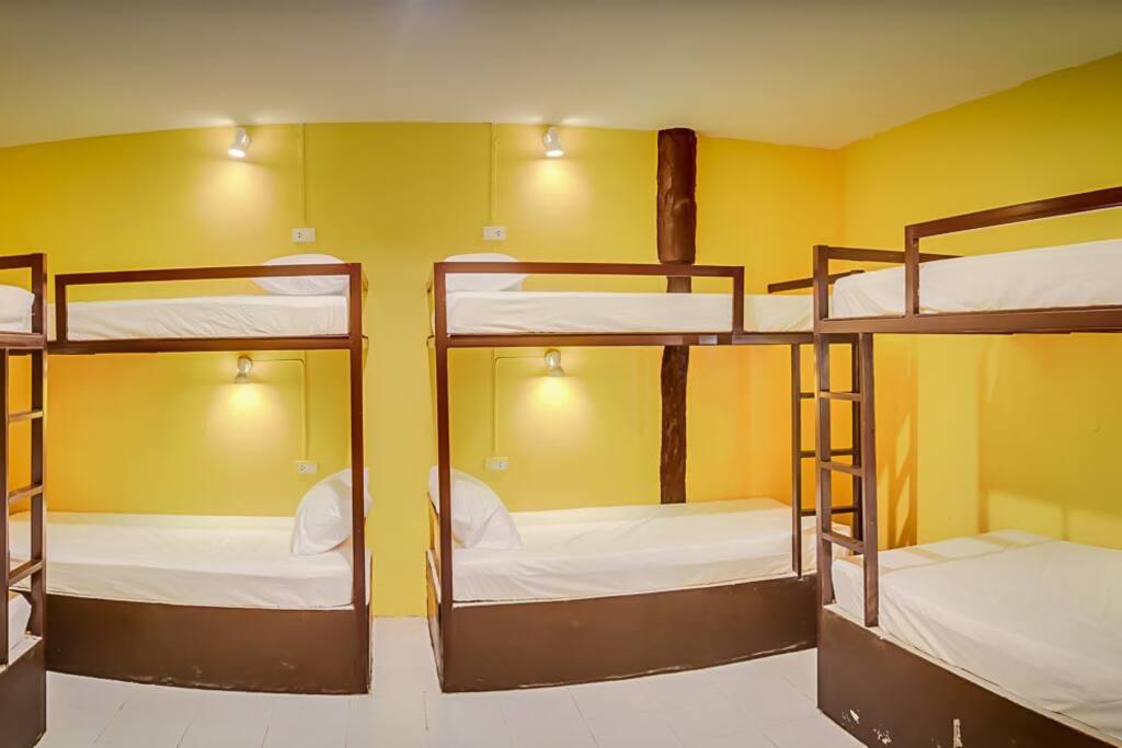 8 Betten Zimmer