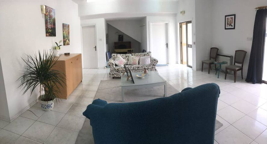 Huge private 4 bedroom apartment in Larnaca center - Larnaca - Apartment