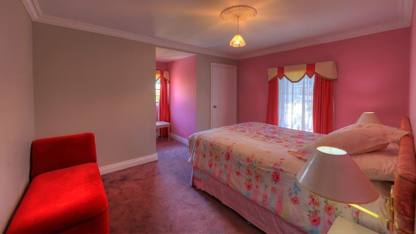Woodburn 3 Bedroom Apartment