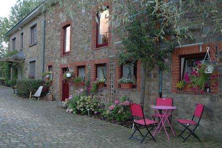 Ferme du Banoyard - Chambre de la Jeunesse - Theux - Guesthouse