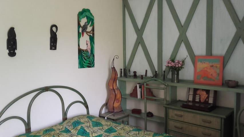 Chambre AFRIKA du QUEYROUX - Ginestet - Dům