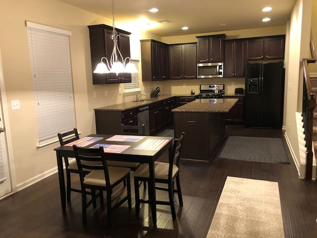 BUILT IN '18❤️HOSTS UP TO 8❤️GREAT FOR FAMILIES❤️