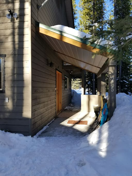 Entry to the Cabin is a main door to both suites @baldymountainresort