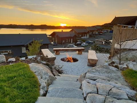 Moderne hytte ved sjøen, m/boblebad. Båt kan leies