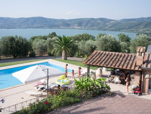 Amazing country house in front of Trasimeno Lake