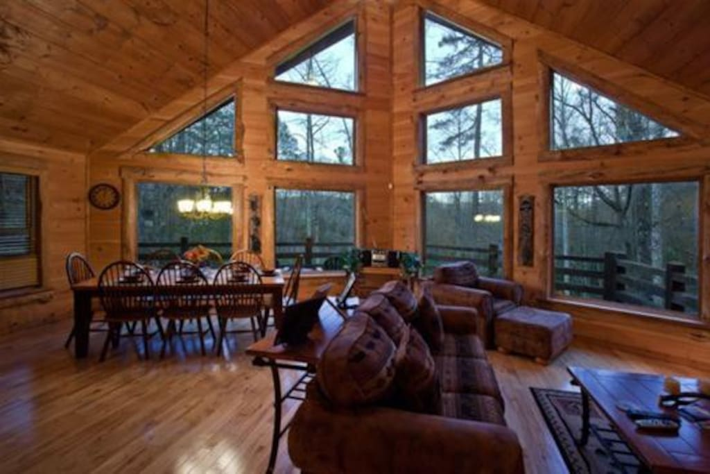 Serenity on the mountain cabins for rent in blue ridge for Large cabin rentals north georgia