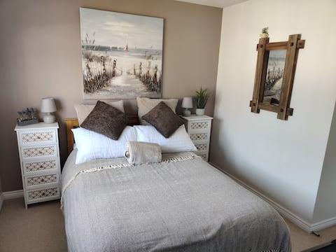 Beautiful double en-suite room in modern house