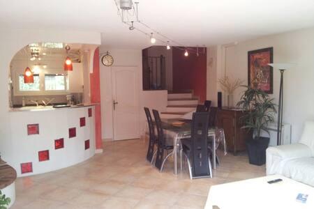 les villanelles maison Grasse 06130 - Grasse - House