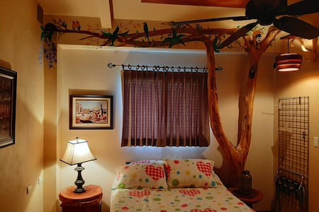 Marita's B&B Motmot Room Sleeps 2/ Free Breakfast