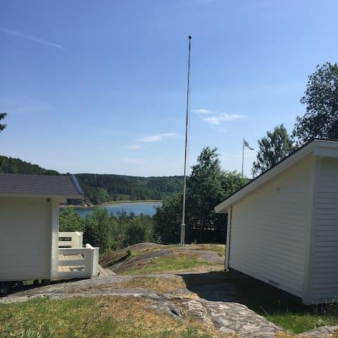 Nyrenoverat fritidshus vid havet - Lysekil S - กระท่อม