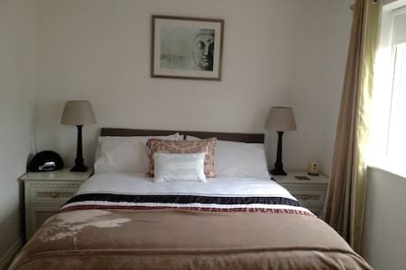Double bedroom in modern house - Edenbridge