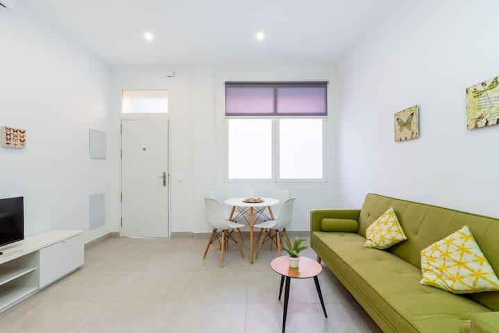 """Beautiful Apartment """"Apartamento El Andén de la Estación 1"""" Near the Beach with Air Conditioning & Wi-Fi"""