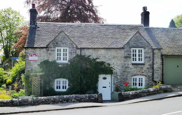 Yew Tree Cottage - self catering in Peak District