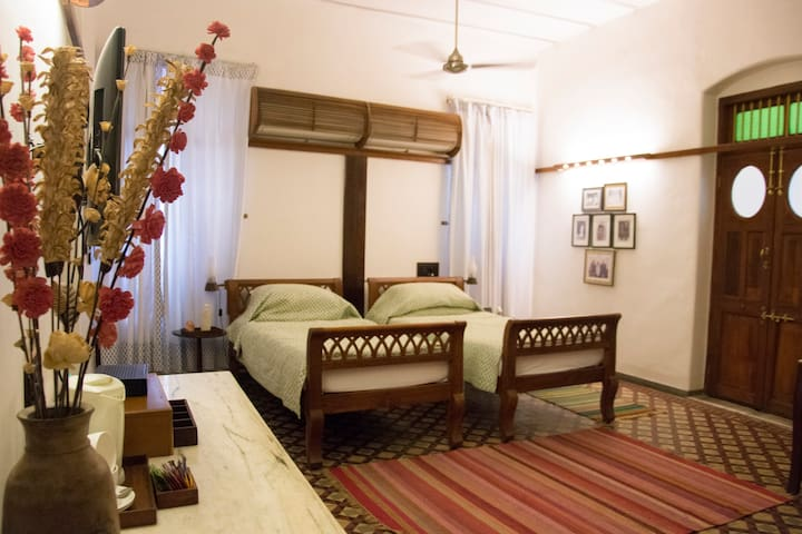 Modern Heritage Grand Room Official Bed And Breakfast In Ahmedabad India 1 Bedroom 1 Bathroom