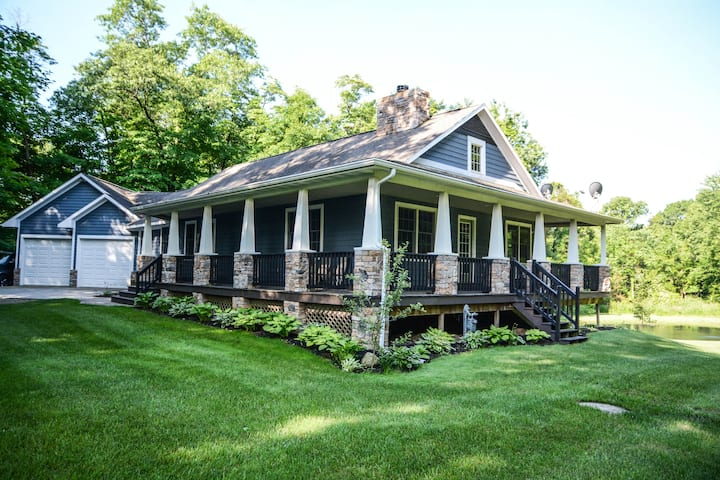 Secluded acerage in Saugatuck-Sleeps 16!-Hot tub