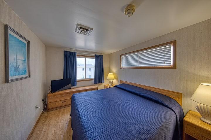 Sea Spray Motel | 8 Person Suite
