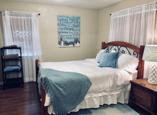Quiet & Cozy Guest House minutes from TCU
