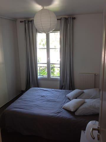 Chambre  1  : lit 140x190cm  Dressing