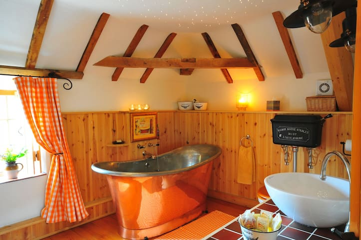 The Hayloft - A warm romantic retreat in Lincolnshire