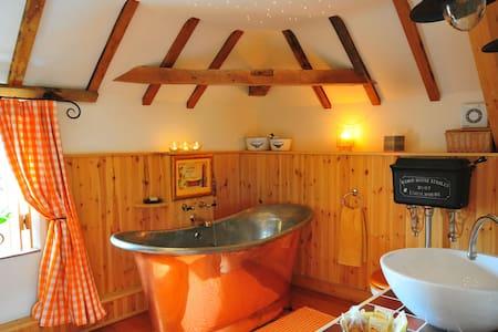 The Hayloft - A romantic retreat in Lincolnshire