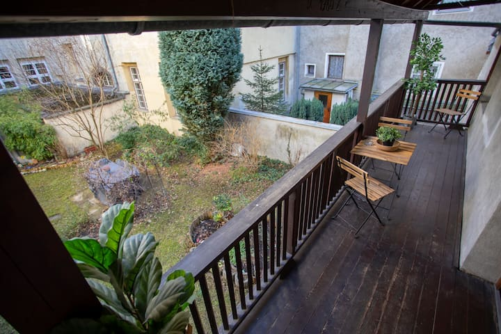 New Balcony Old Town Suite, close to everything