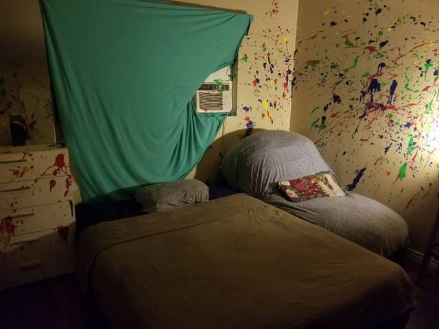 Artsy Private Bedroom Located near LAX & Venice